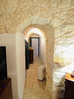 Peculiar arch in Trullo Simona