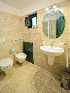 Bathroom on the lower floor of Dimora Christian