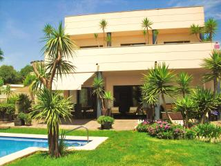 CD363 - Modern, comfortable and spacious villa!, Calafell