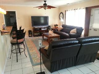 Vacation! Sunshine! Fun! Long term Rental Special, Bradenton
