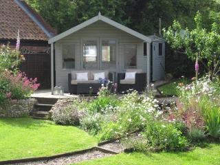Pit Cottage, luxury coastal escape in Salthouse