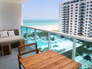Ocean/Pool Balcony view Luxury Residence suite 5* Resort 1 Hotel and Homes.
