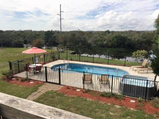 Private Pool, Hot Tub, Walk to the Beach, Great Location! SNH-31, Nags Head
