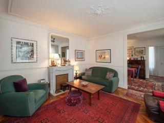 Apartment des Ecoles Parisian apartment to let, self catering apartment Paris, apartment 5th arrondissement Paris, Paris apartment with Piano