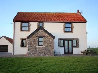 Superb 4 bedroom house with sea views and green fields surrounding the house., Lydstep