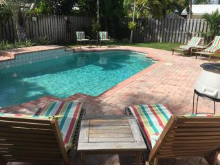 BEACH LOVER'S PARADISE  FAB - 3/2 home heated pool