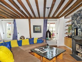 Upper Marais 4 Bedroom Duplex - ID# 336, París