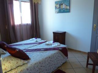 chambre (lits jumeaux séparés ou accolés donne 160)