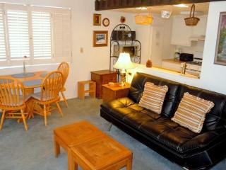 #2 Deluxe 3BR Townhouse.  Next to Snow Summit!, Big Bear Lake