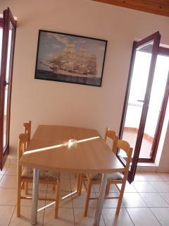 A4(2+1): dining room