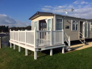 Luxury Caravan sleeps 6. Whitecliff Bay,Bembridge