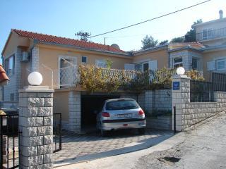 03312TROG A1(2+1) - Trogir