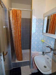 A4 mali(4): bathroom with toilet