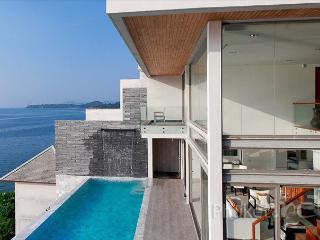 Superb 3-Bed Oceanfront Villa, Kamala