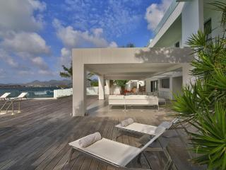 AT THE REEF... Outstanding New Modern Waterfront Villa, Austoundingly Affodable, Mullet Bay