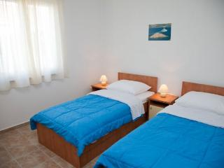 Two bedroom apartment for 4 close to sea, Novalja