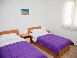 Central apartment for 4 people in Zrce beach, Novalja