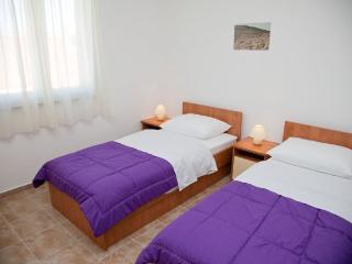 Nice budget apartment for 4 people, Novalja