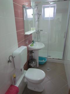D(6+2): bathroom with toilet