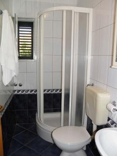 A2 (2+2): bathroom with toilet