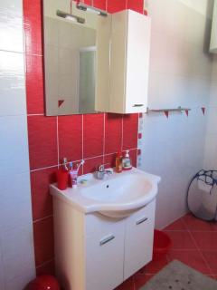 A2(2+4): bathroom with toilet