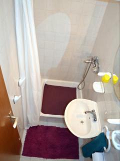 SA4(2+1): bathroom with toilet