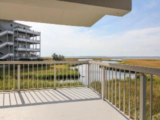 Bayfront views, a shared hot tub & pool, just steps away to beach!