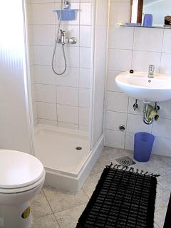 A4(2+3): bathroom with toilet