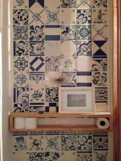 A detail of the bathroom.
