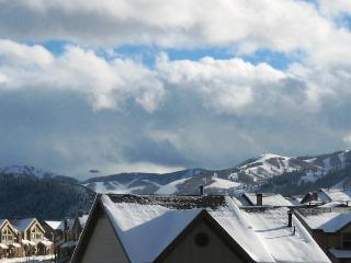 Luxurious dual masters w/private hot tub & Clubhouse access!, Park City