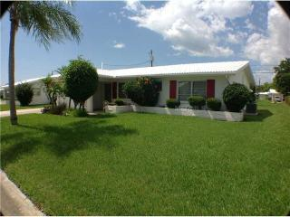 2 Bedroom 2 bath 1 Car Garage, Seminole