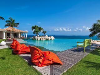 Scenic, secluded villa minutes from Plum Bay beach. C BET