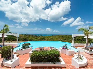 Experience 180 degree water views from this cozy villa. C MPA, St. Maarten-St. Martin