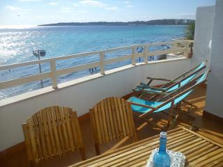 Front line Apartment Fantastic sea view Terrace, Cala Millor