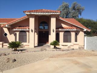 Southwestern Belle: 4BR near Shopping & Golf, Scottsdale