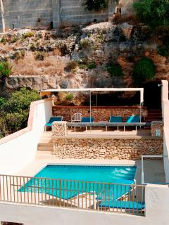 Merill Apartment (B), 2 Bedroom, Balcony, Shared Pool, Unobstructed Views, WiFi