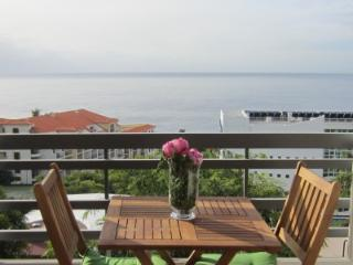 Incredible Atlantic Sea Views, 1 Bedroom Suite, Funchal