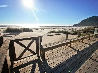 WAVE WALKER -MCA# 366 ~ Classic Beach Front home! Stellar VIEW OF THE OCEAN!, Manzanita