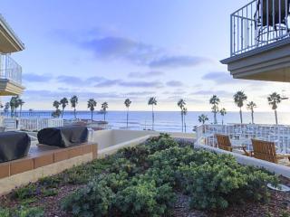 Quiet relaxing beach view condo!, Oceanside