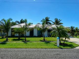 Waterfront house w/ heated pool & short walk to all the best restaurants, Isla Marco
