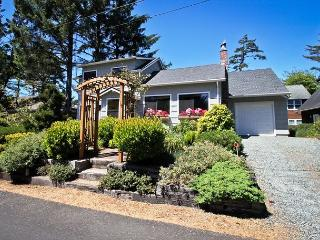 SHERWOOD FOREST~MCA# 262~Charming classic beach house, Manzanita