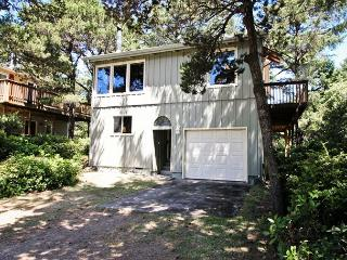 WINDWARD PINES~MCA# 192~1/2 block to beach and perfect for couples or family, Manzanita