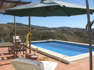 3  bed villa with pool walk to village , fab views, Sedella