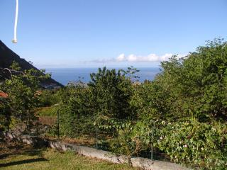 Mountain and Sea View Cottage with Private Pool, Arco da Calheta