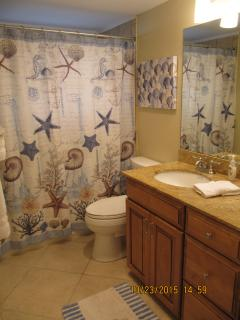2nd bathroom.  New paint,furnishings and décor.