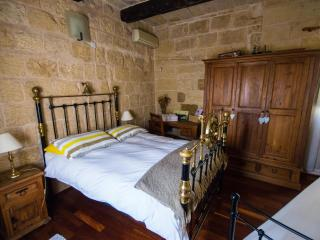 The Burrow First Floor Double/Twin With Bath, Tarxien