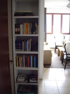 Er staan ruilboeken in de kast en ook informatie over de omgeving.