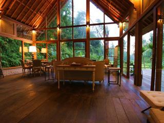 Luxurious villa, STAIRWAY TO HEAVEN, Ubud area!