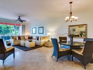NEW AND CLEAN...WALK TO THE BEACH...ONE 25 LB PET ALLOWED...50% OFF MAY 9-NOV 30, Naples