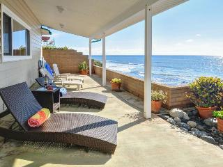 Gorgeous, oceanfront house w/ ocean views, easy beach access & entertainment!, La Jolla